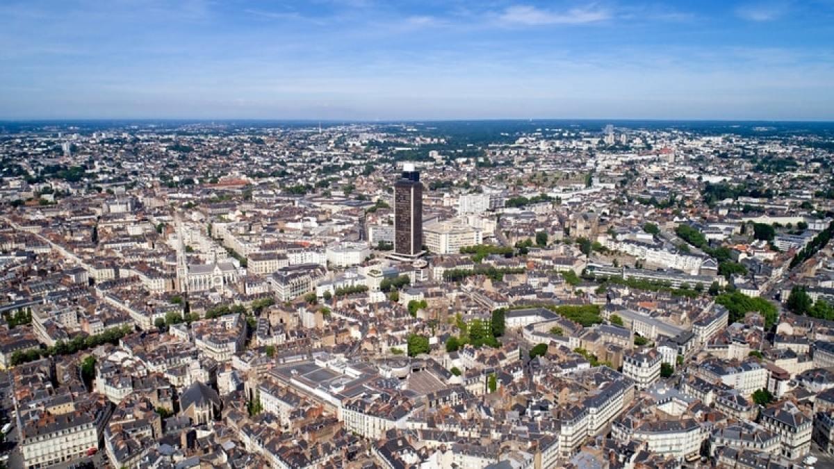 tram nantes - vue aérienne du centre-ville de Nantes
