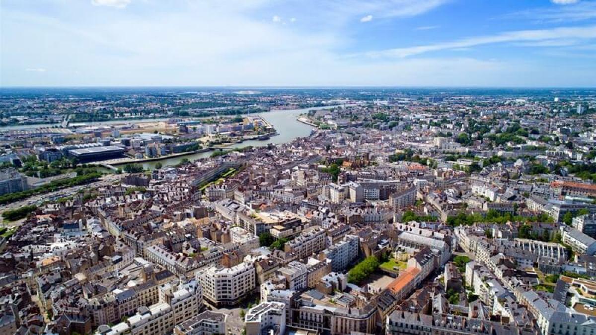Vue aérienne du centre-ville de Nantes et de la Loire