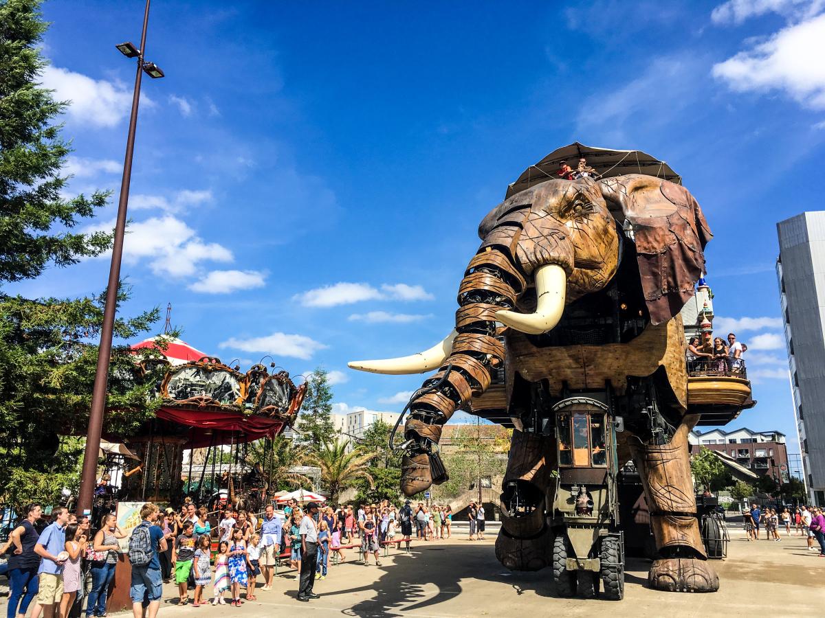l'éléphant géant mécanique de nantes