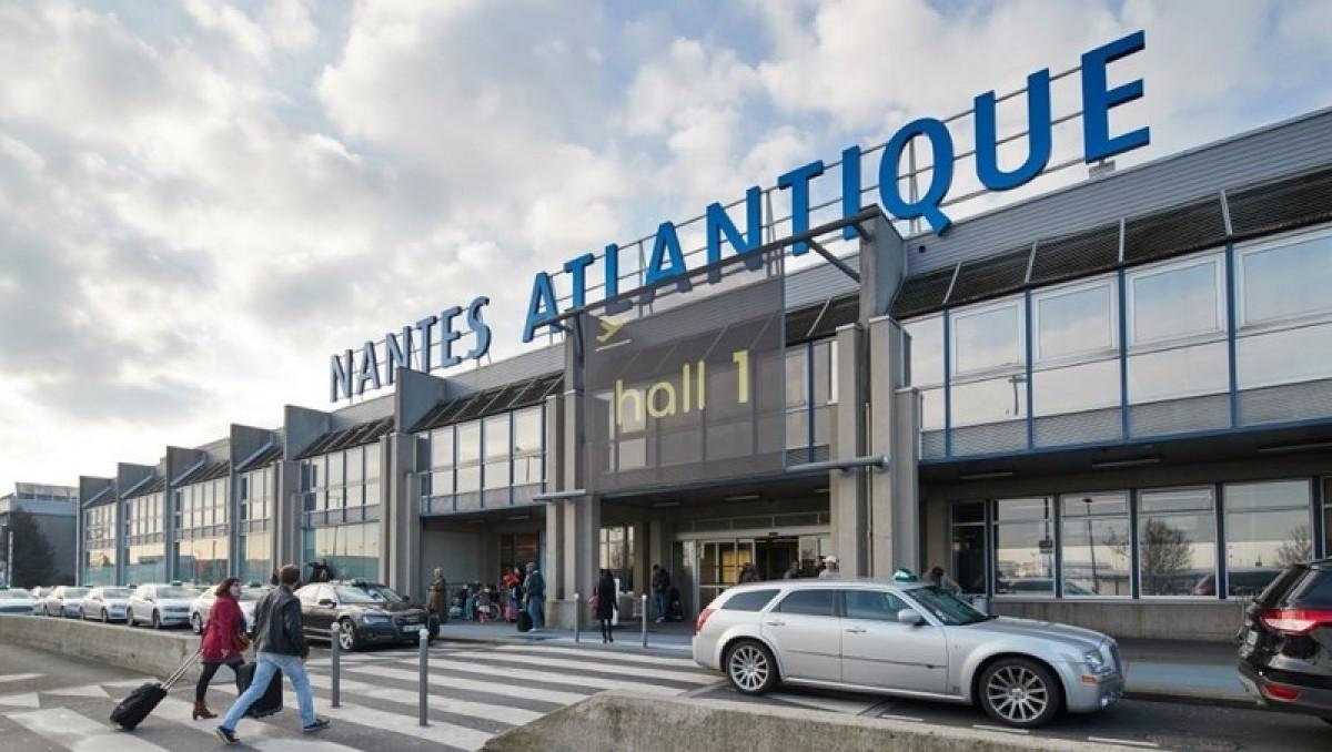 Vue de l'entrée de l'aéroport Nantes Atlantique