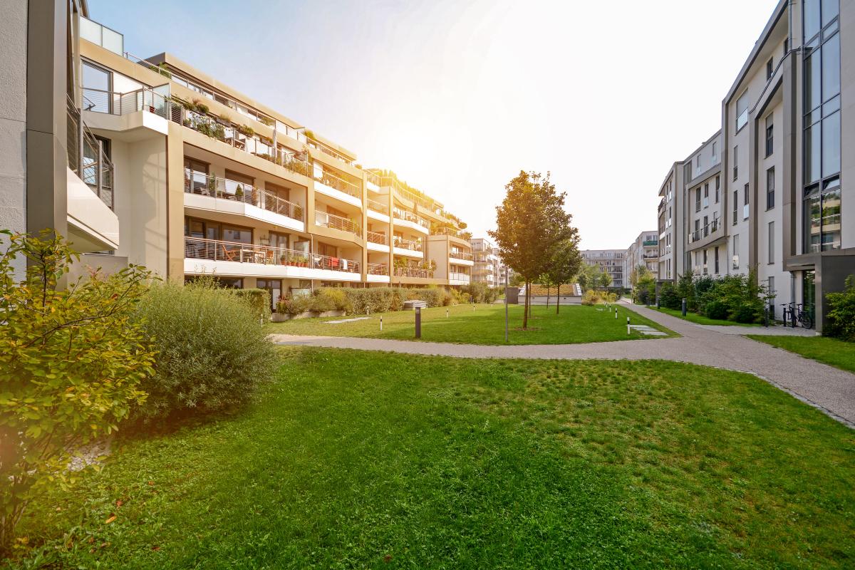 Production de logement à Nantes - une résidence de logements neufs avec un espace verdoyant