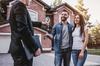 Remise de clefs pour la location d'une maison