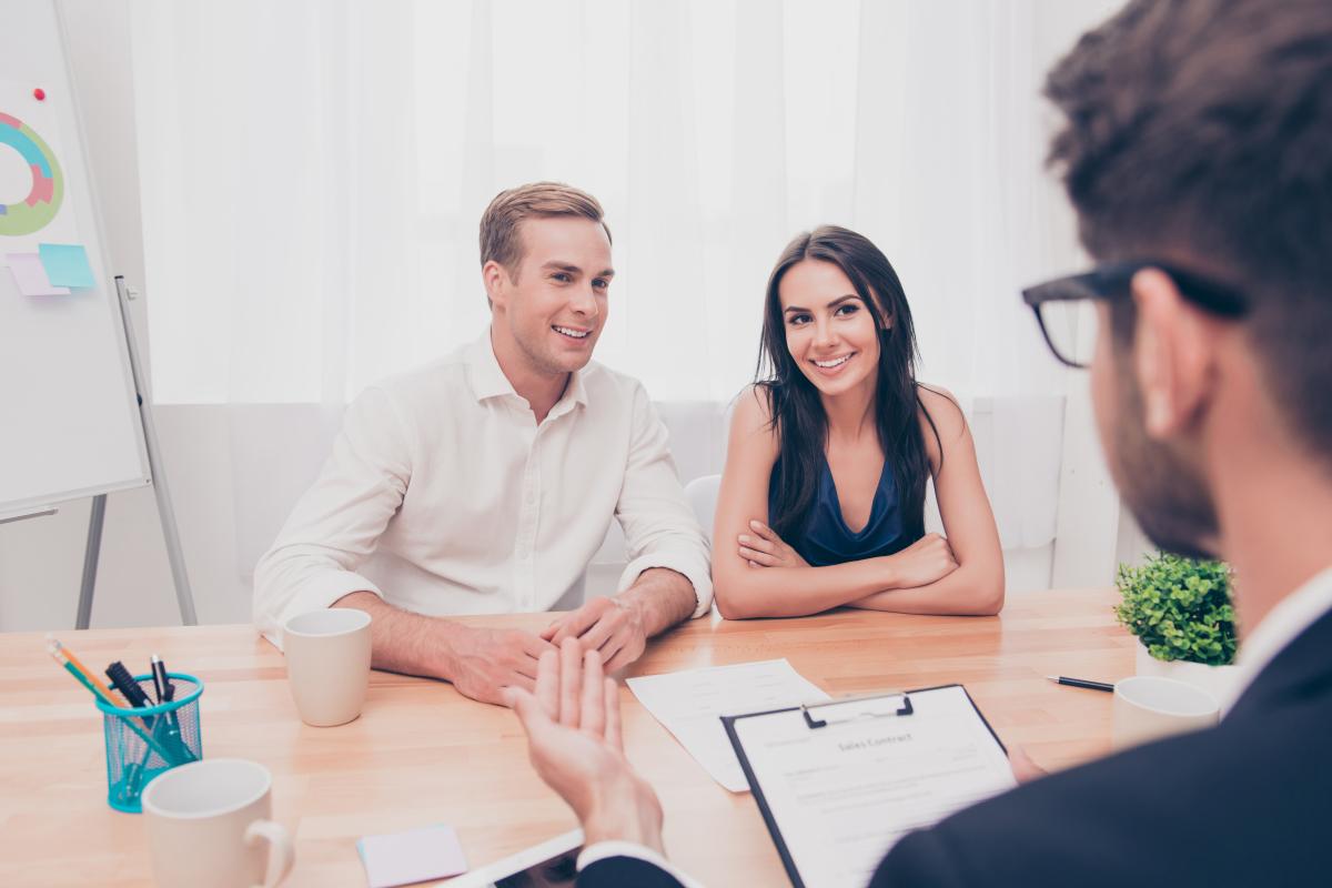 louer appartement nantes - un gestionnaire locatif et un couple