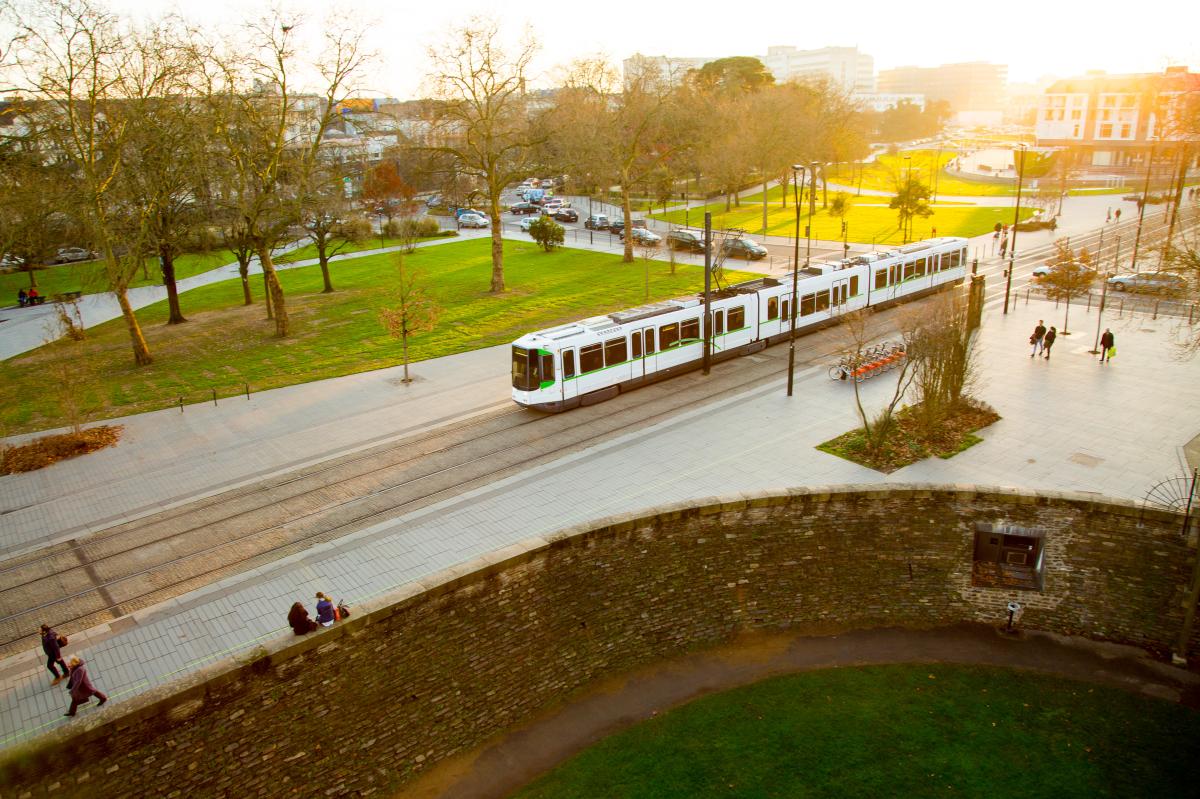 Ville durable – vue le trambus à Nantes