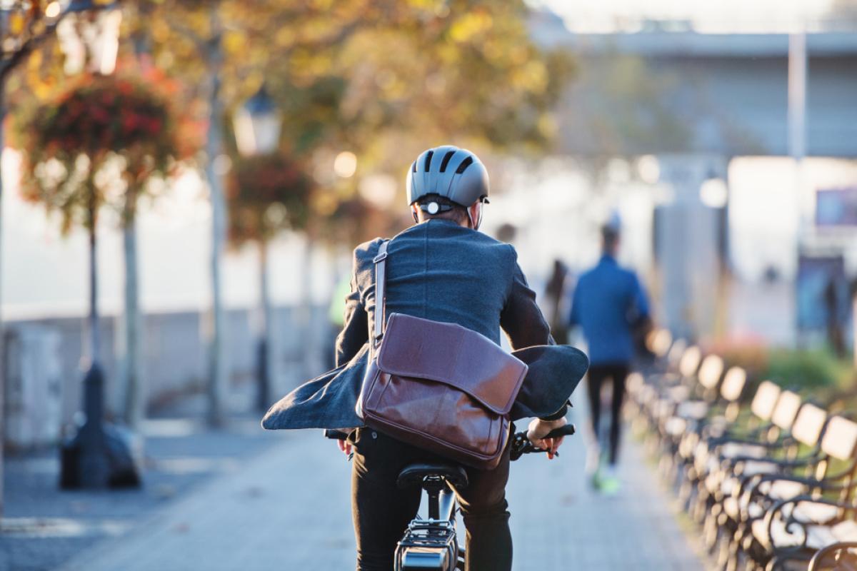 Ville durable – Homme à vélo