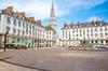 Investir à Nantes – La place royale à Nantes vue de nuit avec sa fontaine