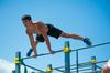 Plaisance  Orvault  –  un sportif pratiquant le Street Workout