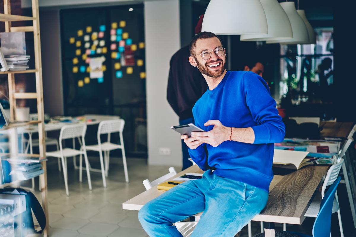 investissement locatif Nantes – jeune homme travaillant dans le secteur du numérique