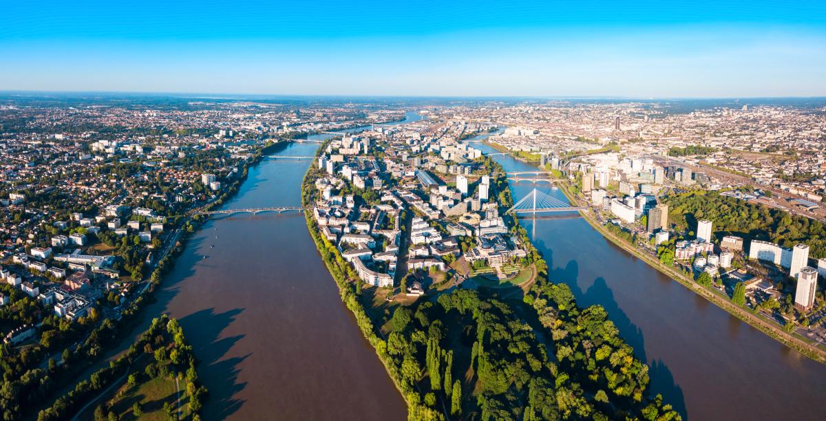 immobilier neuf à Nantes – vue aérienne de Nantes à l'embranchement de la Loire